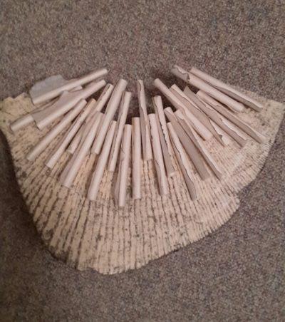 Gonny de Bekker houten kraag